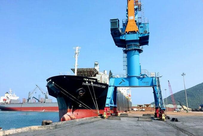Mtột tàu hàng cập cảng Vũng Áng. Ảnh: Đức Hùng - WikiLand  Tàu biển ra vào cảng Vũng Áng được hỗ trợ 200 triệu đồng cang vung ang 7307 1621598839