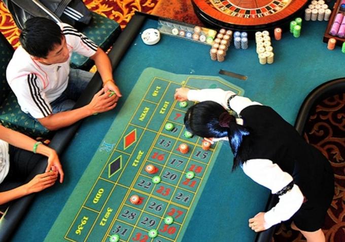 Khách nước ngoài chơi tại casino Royal Ha Long. Ảnh: Booking.com. - WikiLand  Chủ casino lớn nhất Quảng Ninh muốn thoát lỗ 27070545 jpeg 2051 1623686038