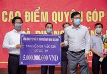 Đại diện Tập đoàn DIC trao bảng tượng trưng ủng hộ 5 tỷ đồng mua vaccine và phòng, chống Covid-19 cho Uỷ ban Mặt trận Tổ quốc Việt Nam tỉnh Bà Rịa - Vũng Tàu. - WikiLand