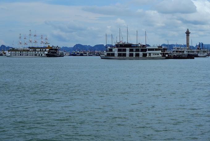 Tàu du lịch neo đậu tại Cảng tàu khách quốc tế Hạ Long. Ảnh: Minh Cương - WikiLand  Hàng trăm chủ tàu du lịch nguy cơ phá sản anh 3 jpg 9722 1623598805