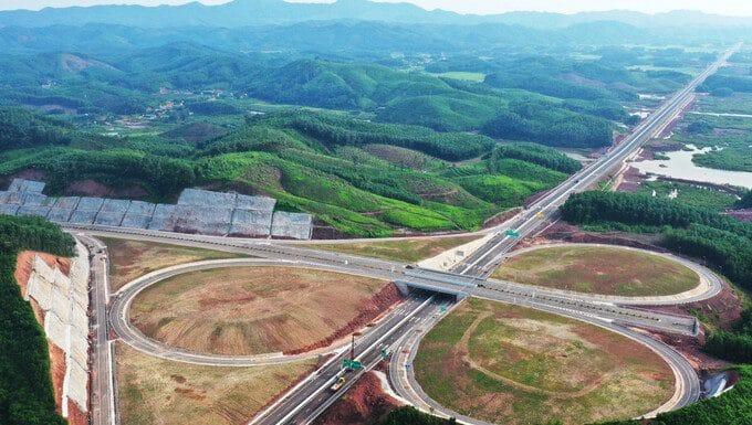 Đường nối sân bay Vân Đồn với Khu phức hợp nghỉ dưỡng cao cấp. Ảnh: Báo Quảng Ninh. - WikiLand