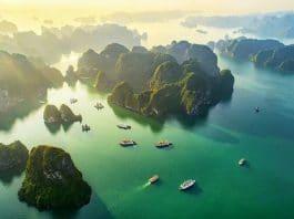 Vịnh Hạ Long nhìn từ trên cao. Ảnh: Gia Bảo Group - WikiLand